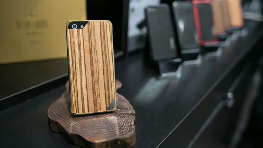 capas fora do comum para iphone madeira