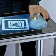 Conheça o primeiro touchscreen a reconhecer impressões digitais