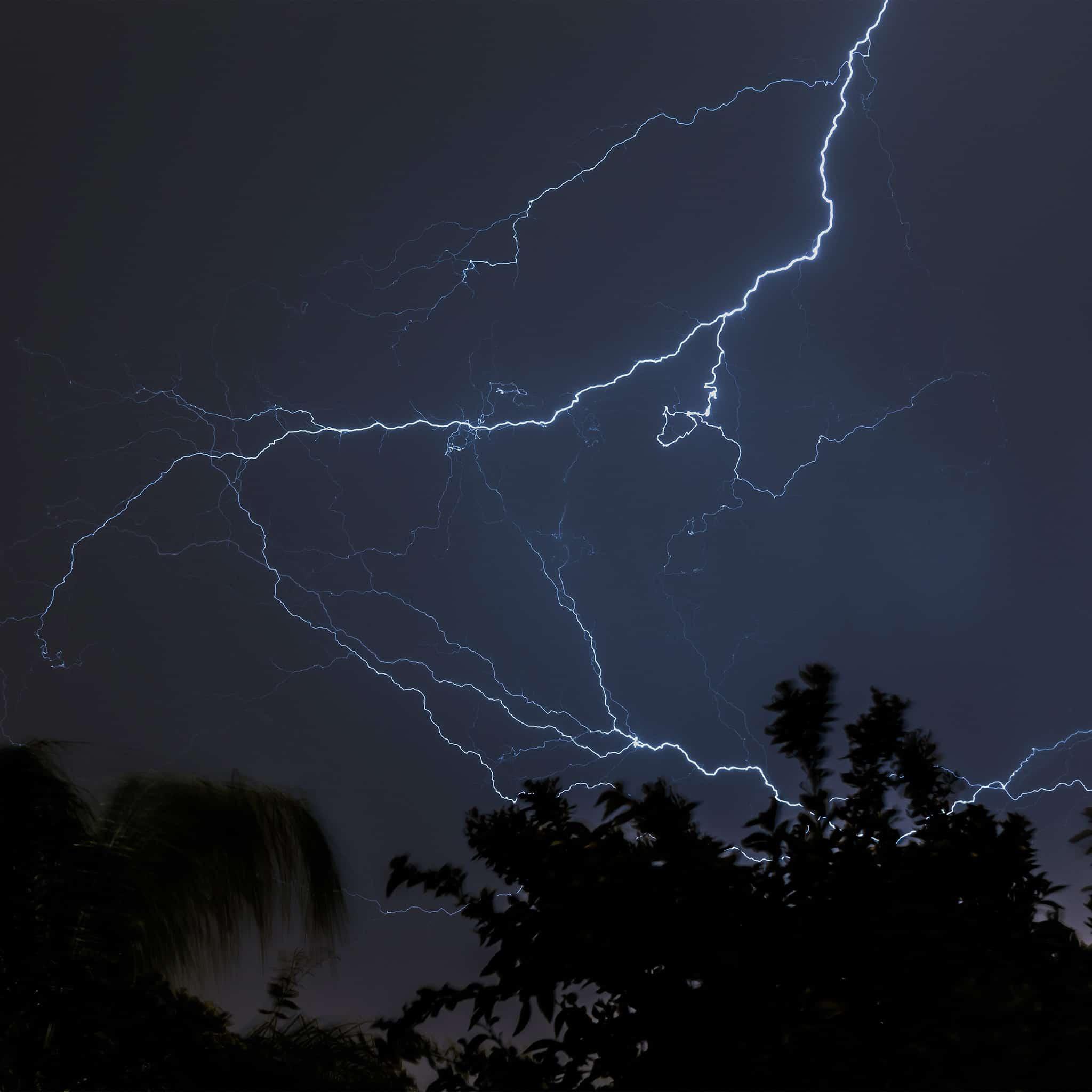 Papers.co-nj83-thunder-bolt-sky-night-dark-android-medium