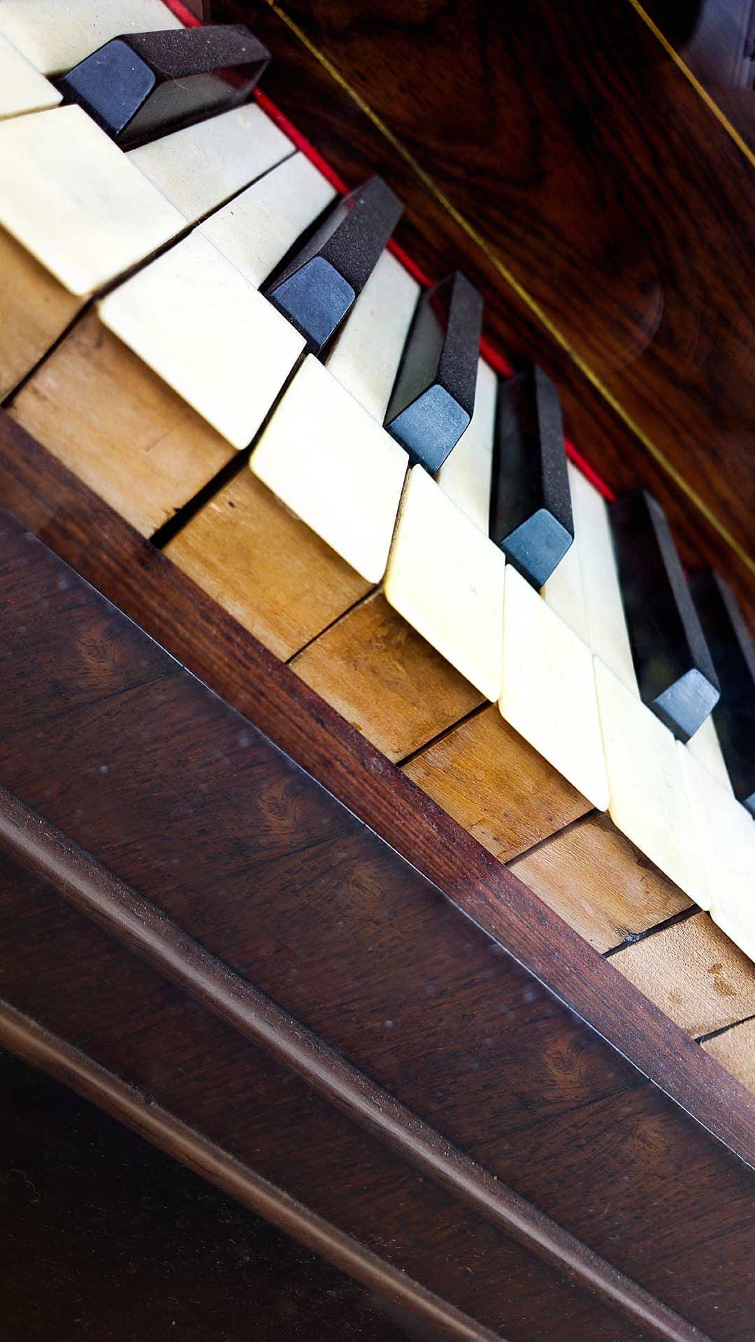 Old Piano Keys Android Wallpaper
