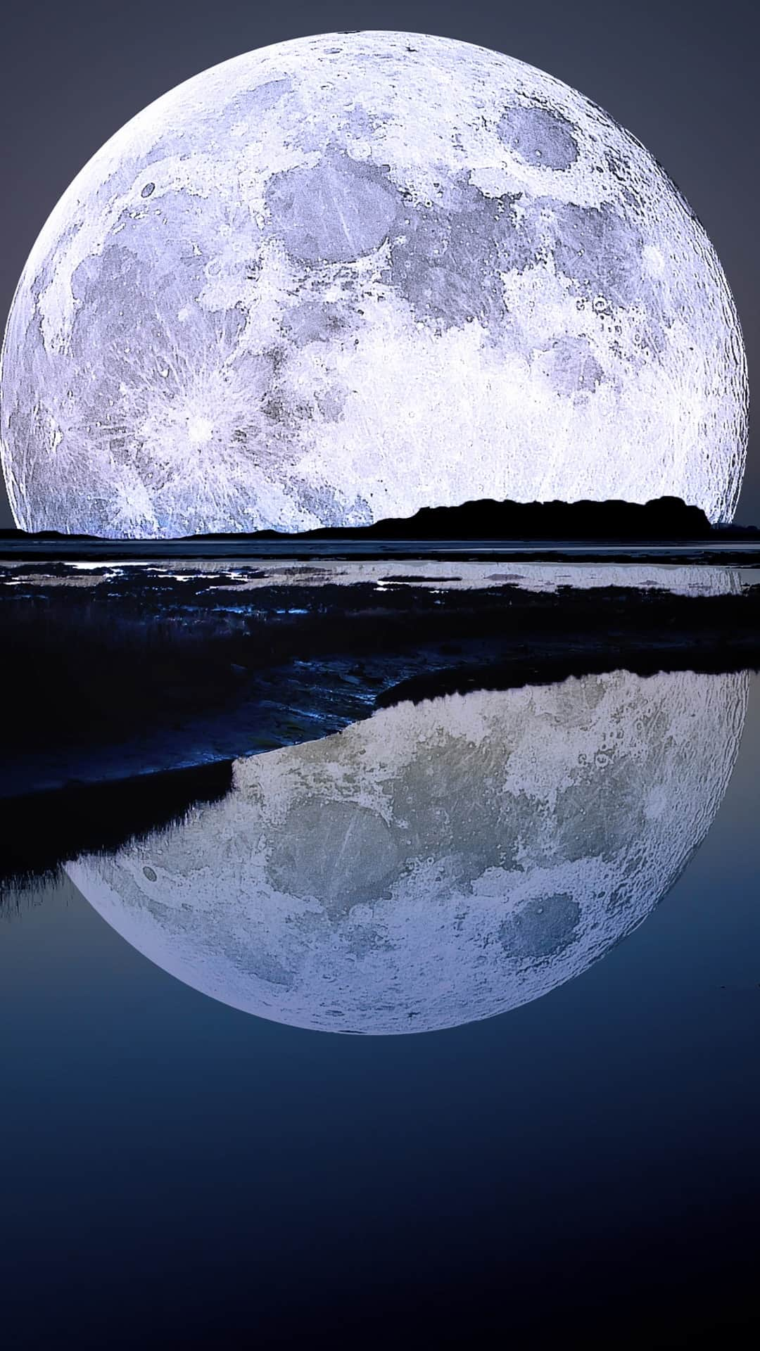 Super Moon Water Reflection Android Wallpaper