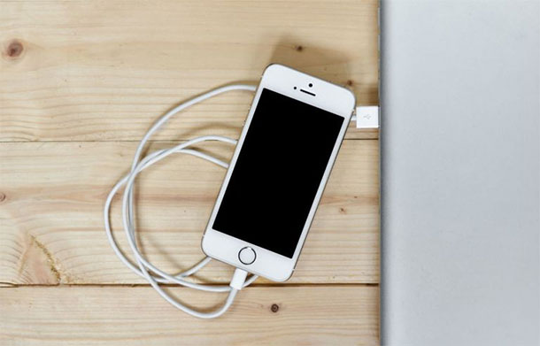iphone-apaga-iphone-carregando