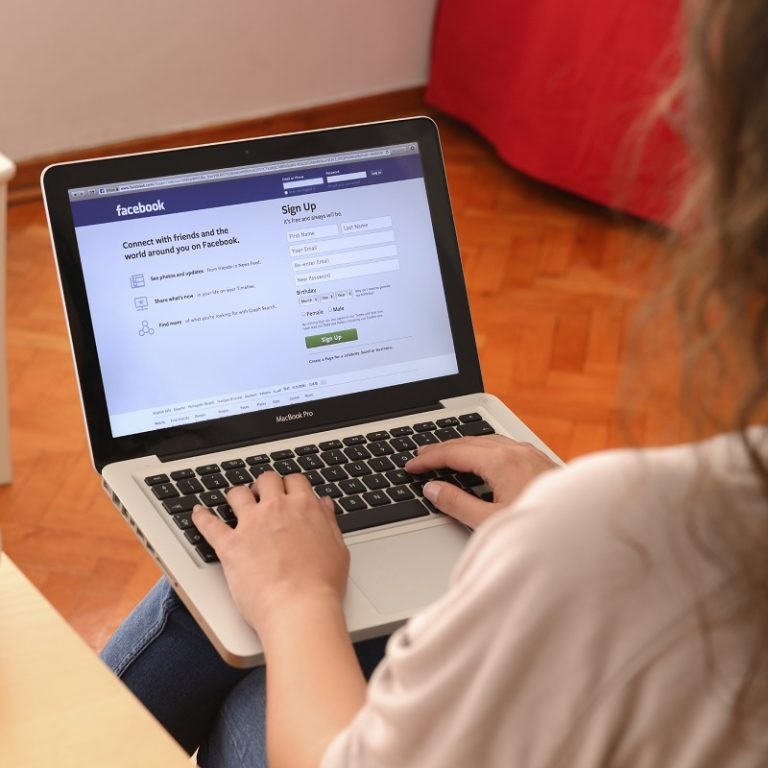 Como recuperar arquivos apagados do Facebook