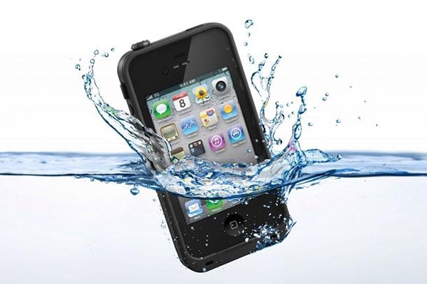 iphone-cai-na-agua-iphonecapawaterproof