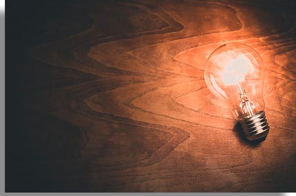 lampada acesa como metafora para novas ideias