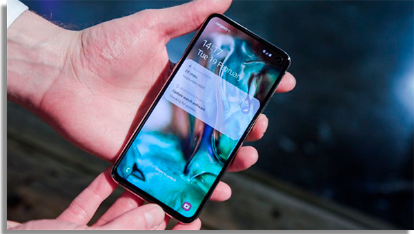 galaxy s10e vs iphone xr tela
