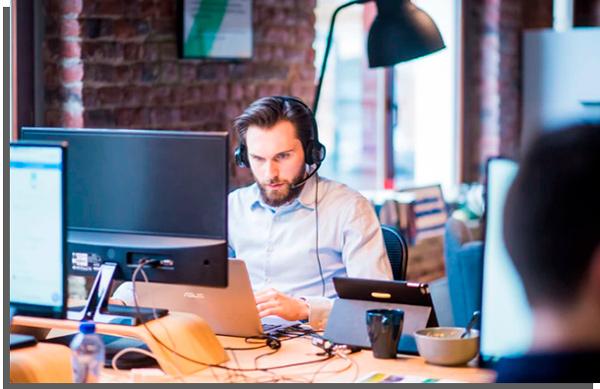 atendimento online é uma das melhores ideias para trabalhar em casa para quem está começando