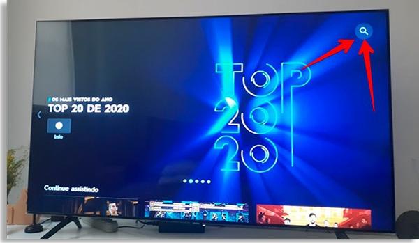 tela inicial do serviço, com setas vermelhas apontando para ícone em forma de lupa no canto superior direito da tela