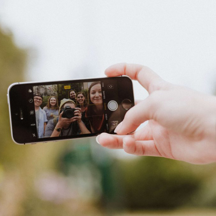 30 amazing tips of how to take a good selfie!