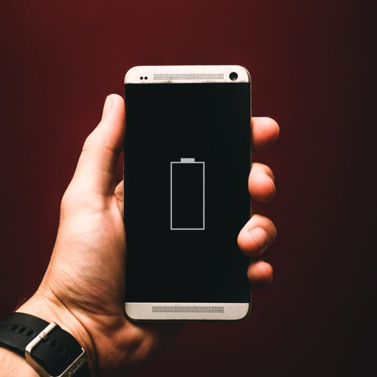 9 apps that deplete the battery on phones: how to manage them!